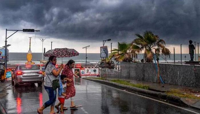 بھارت: طوفان 'گلاب' کی شدت میں کمی، ہوا کے کم دباؤ میں تبدیل