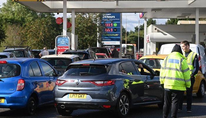 برطانیہ میں پیٹرول بحران ختم کرنے کیلئے آرمی تیار