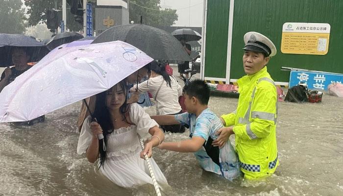 چین: شانژی میں موسلادھار بارش و سیلابی صورتحال، 15 ہلاک