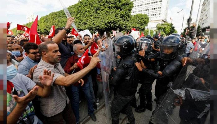 تیونس: صدر کے اقتدار پر مکمل قبضے کیخلاف مظاہرہ