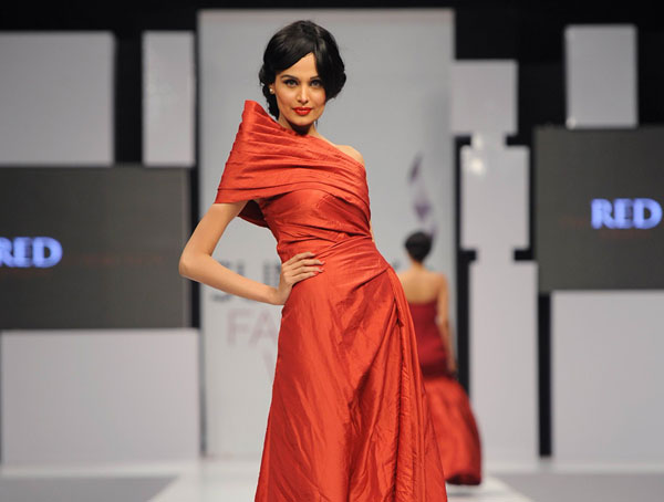 Mehreen Syed age